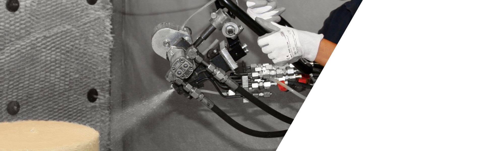 喷涂生产纤维增强组件或复合模塑件